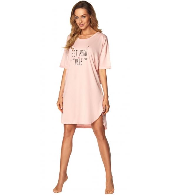różowa koszula nocna krótka z modnym nadrukiem na piersi rękawy do łokcia półkolisty dół do połowy uda rossli