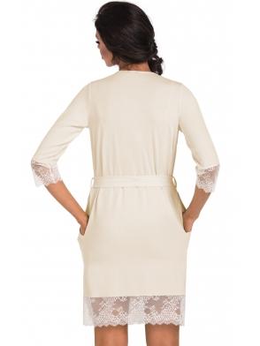 donna krótki kremowy szlafrok damski wiązany w pasie rękawy zakończone szeroką koronką dół pasem koronki