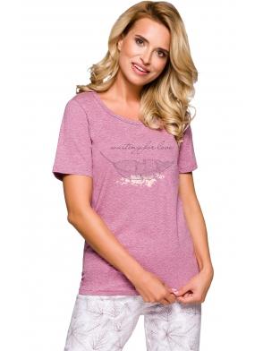 taro piżama damska połączenie różu z kolorem ecru modne nadruki roślinne koszulka krótki rękaw spodnie za kolana