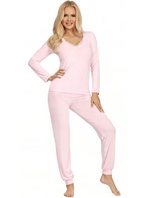 różowa piżama damska długi rękaw i spodnie ze ściągaczem przy kostkach koronkowy dekolt donna blanka pink
